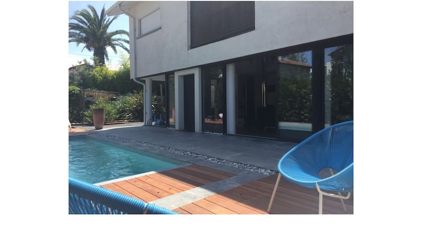 House with pool and jacuzzi 400m from the beach