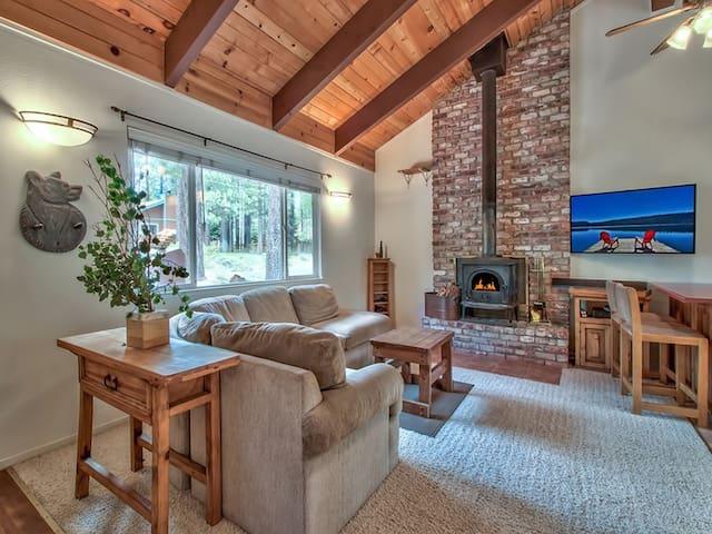 Cozy Tahoe Cabin 10 mins to Heavenly & Lakefront