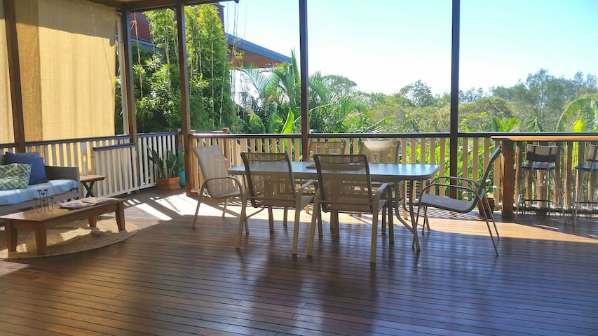 Brisbane Airport proximity- A Beach Cottage - Nudgee Beach - Casa