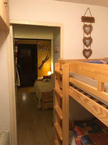 lit superposé, porte entre les 2 pièces