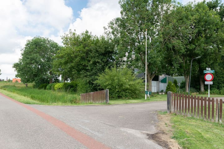 Nice holiday home in a quiet park near the Veerse Meer