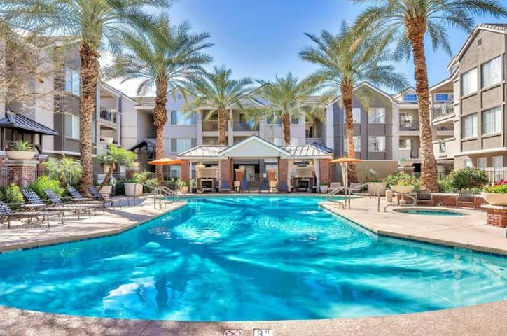Central Phoenix Modern Condo, Resort Amenities