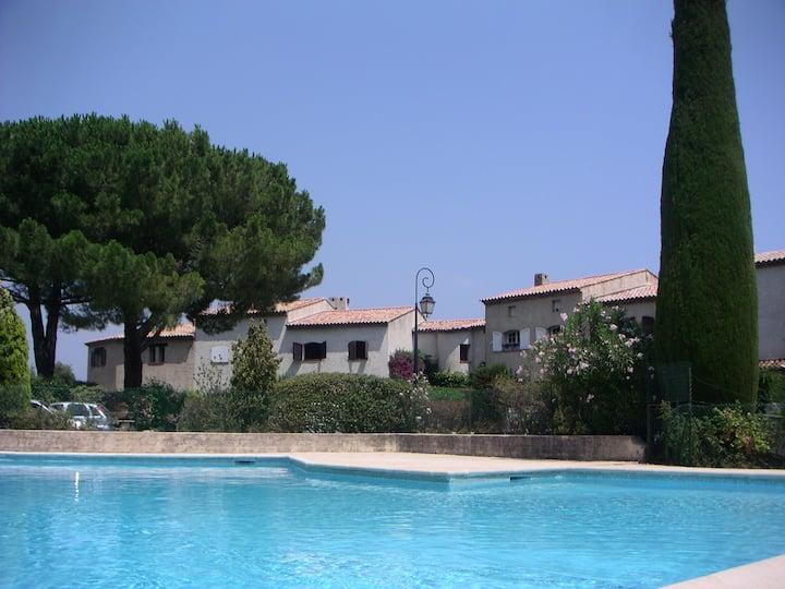 Grande maison en résidence avec piscines et tennis