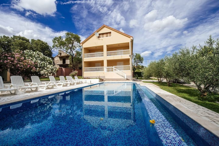 Spacious holiday home with private infinity pool, superb garden, terrace, BBQ,