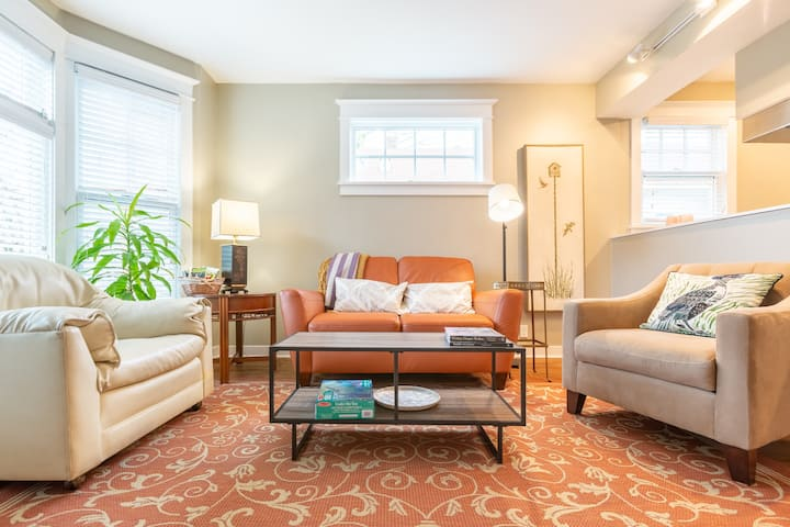 Capitol Hill Charming One Bedroom