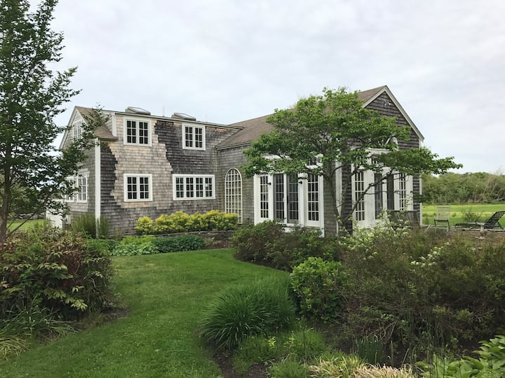 Lovely cottage in perfect Sakonnet Point location