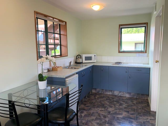 Kaikoura studio 727 - close to ammenities & beach!