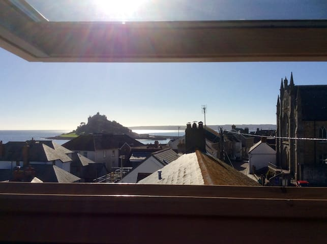 The Lookout, patio seating, sea views,Marazion