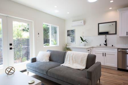 California-style Indoor/Outdoor Guest house