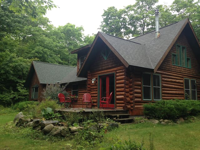 COZY LOG CABIN IN HARBOR SPRINGS GOOD HART AREA - Harbor Springs - Srub
