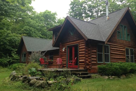 COZY LOG CABIN IN HARBOR SPRINGS GOOD HART AREA - Harbor Springs - Stuga