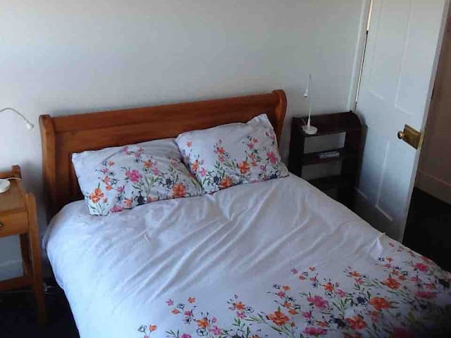Double bedroom located on 2nd floor of Victorian semi.  Modern neutral decor.