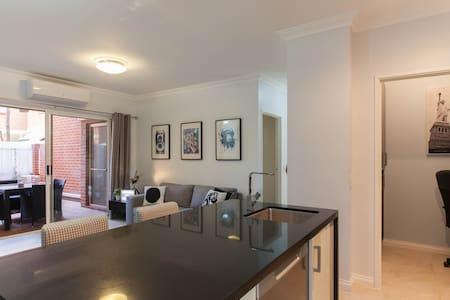 Funky inner city apartment - Apartament