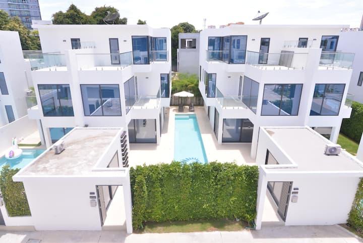 Pattaya CBD villa / pool / 8 bedroom 16 people
