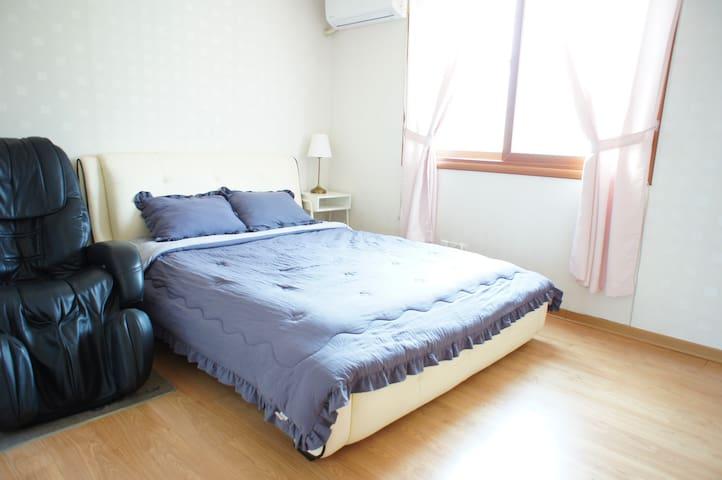 객실1호 2층 침대방2 에어컨