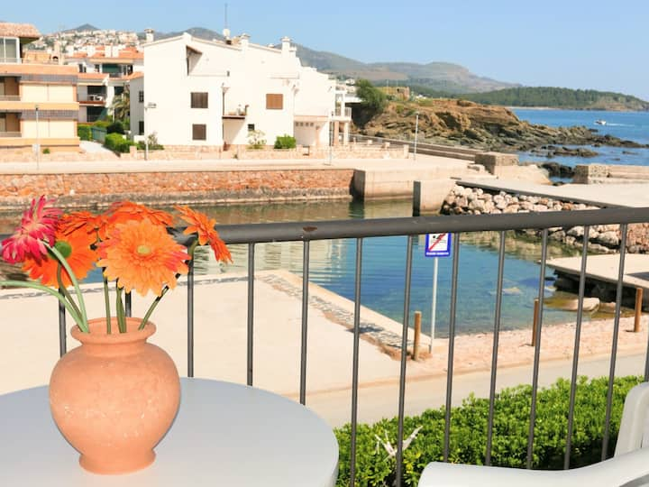 068 Apartment to rent in front off the sea with terrace