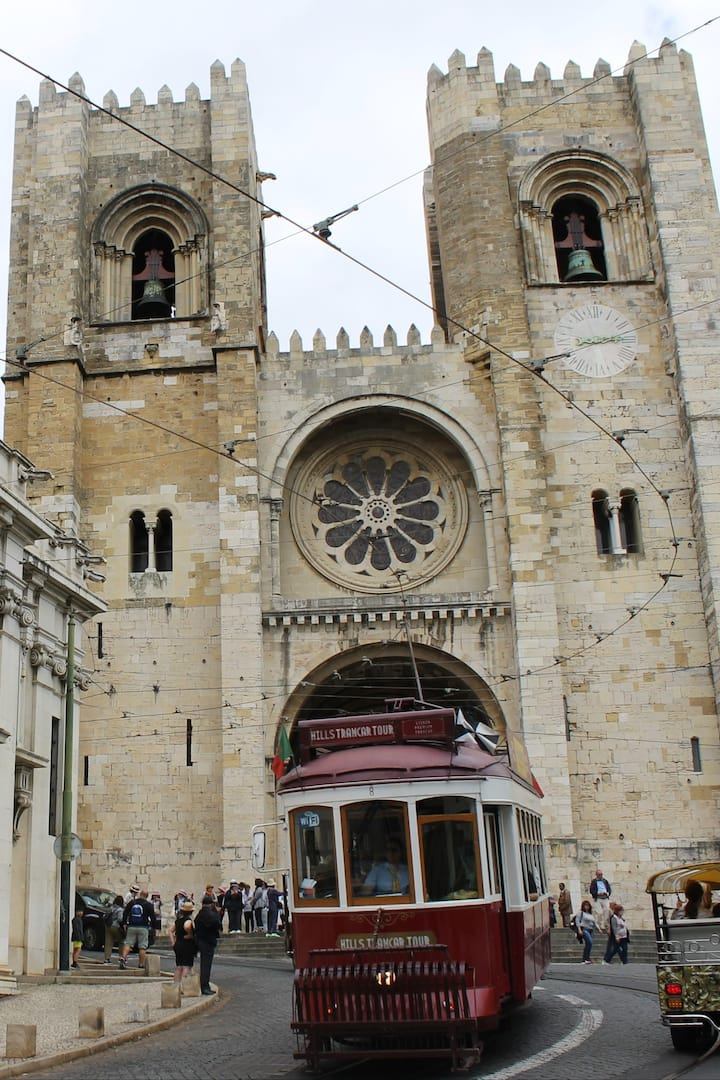 Imposing Lisbon´s main Cathedral.