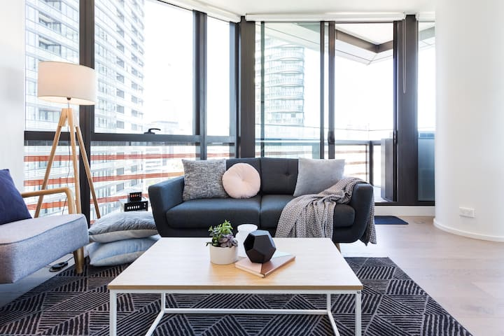 Enjoy Panoramic Views from an Apartment in Docklands