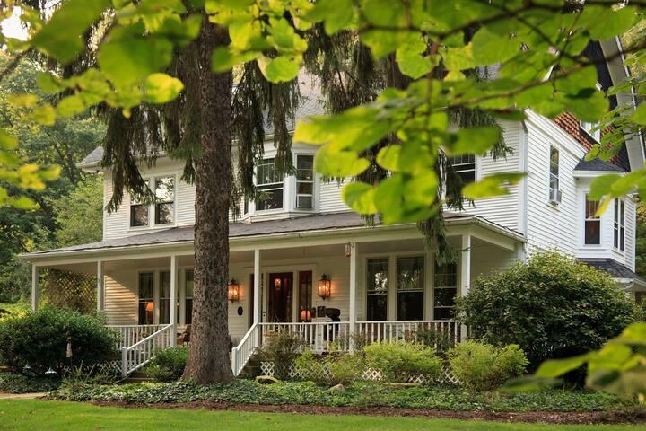 Redbud Room - The White Oak Inn