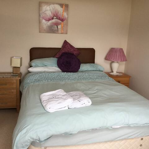 Comfortable Small Double Bed for 2 - Inverness - Hus