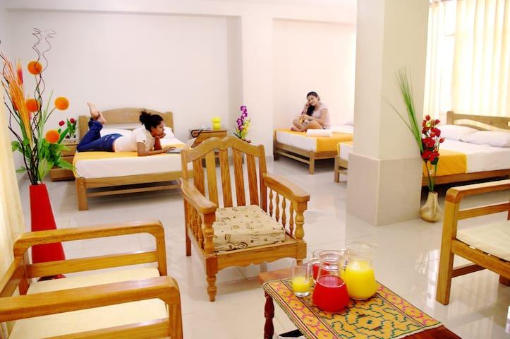 Habitación Cuádruple en Del Castillo Plaza Hotel
