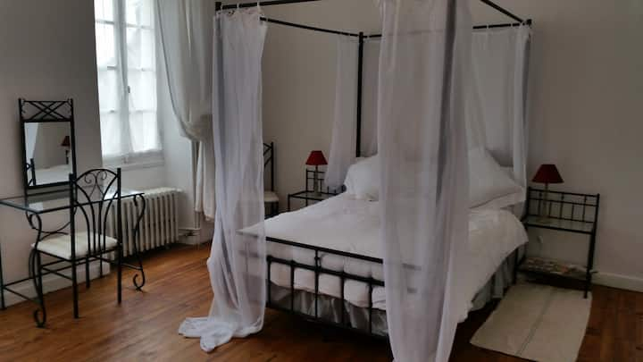 Romantic room in peaceful Charentais countryside