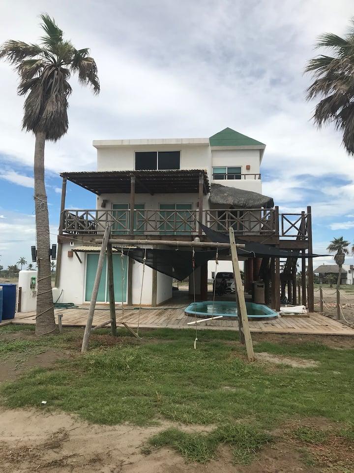 Casa en nuevo altata frente al mar  costa dorada