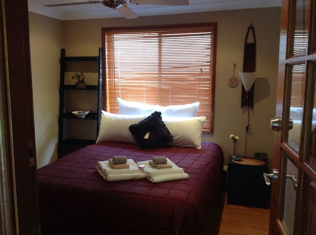 Zen Lake Escape Comfy Bed with WiFi B/fast (incl.)