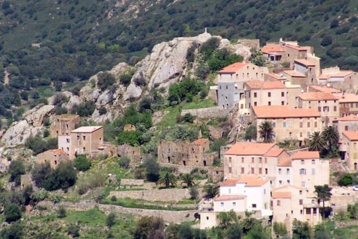 Studio climatisé au coeur du village en Balagne