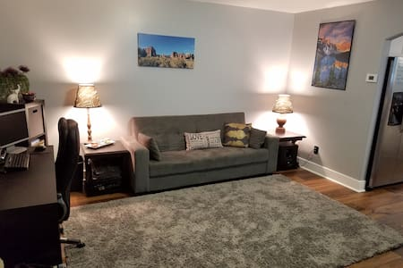 Updated Yorkshire Town Home!  Great USU access! - 洛根(Logan) - 独立屋