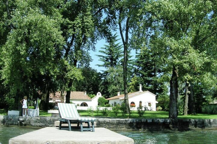 Beautiful villa directly on Lake Maggiore with private dock