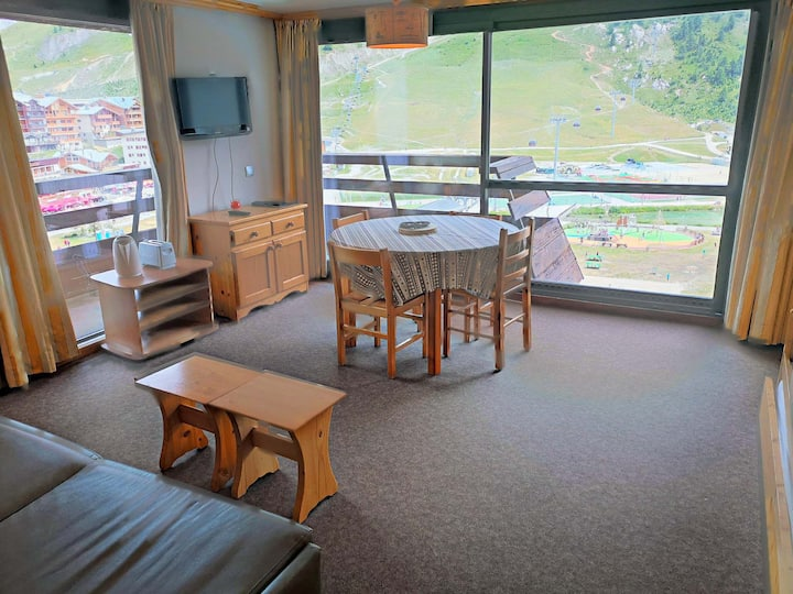 Nice and big studio for 4 persons in Tignes next to the slopes, the shops and close to the ski school and the tourist office in le Lac area