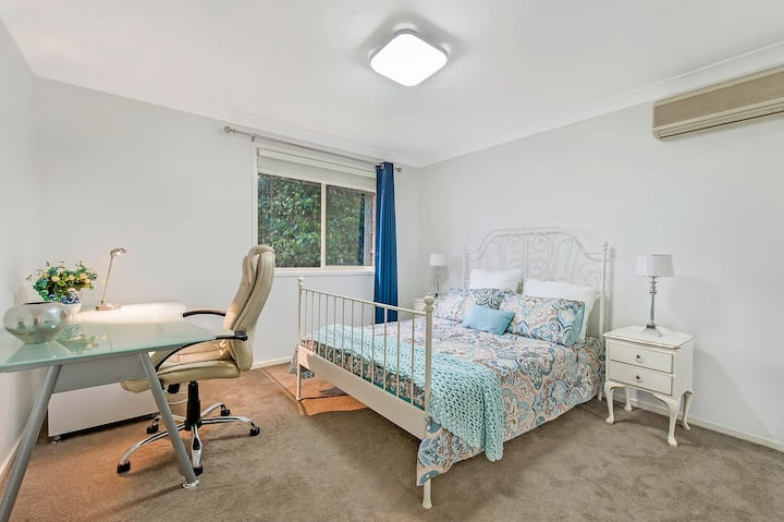 Peaceful & Private Large Room + Breakfast Sydney