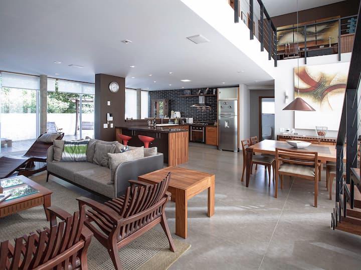 Casa Nova e Moderna a menos de 50 mts da praia