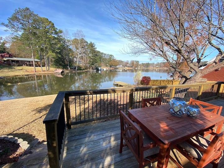 Peaceful Retreat at Beautiful Lake Carroll