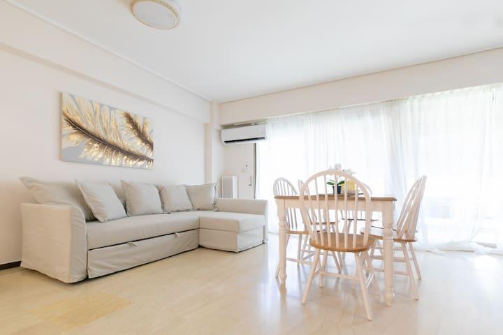 Seaside Luminous apartment in Palaio Faliro