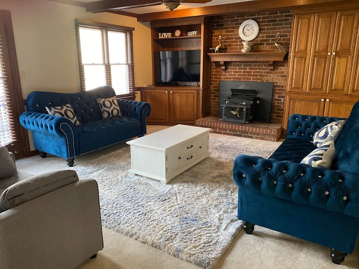 Beautiful Home with Showroom Furniture!