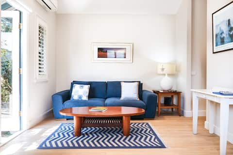 Secluded Cottage Close to Manly Beach