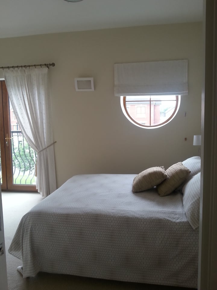 NITB Approved Bright and Airy Room Banbridge Town