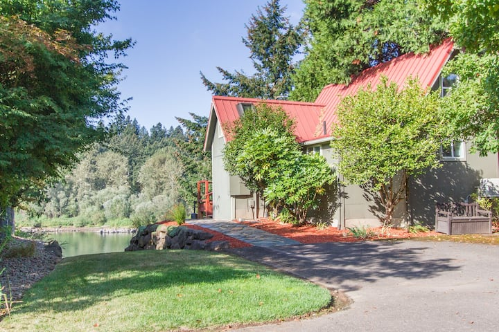 Milwaukie Riverfront Guest House