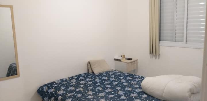 Aluga-se belo quarto para viajantes do mundo todo!