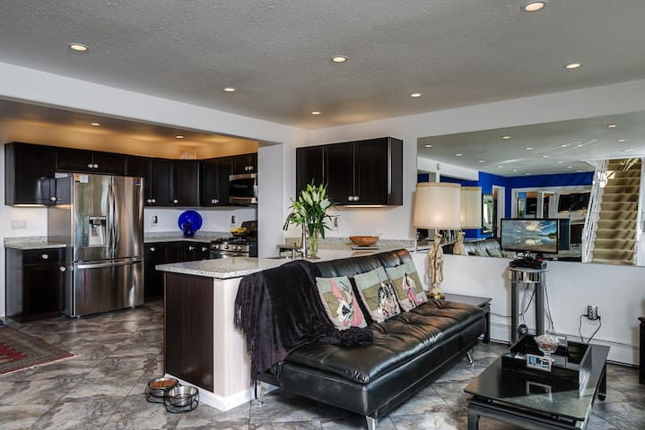 Contemporary Condo with Fantastic Views - Glenbrook