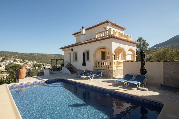 House with private pool and stunning views of the Jalon Valley