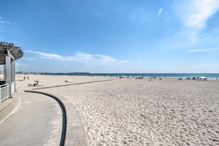 NEW! Hampton Apartment w/ Deck - Walk to Beaches!