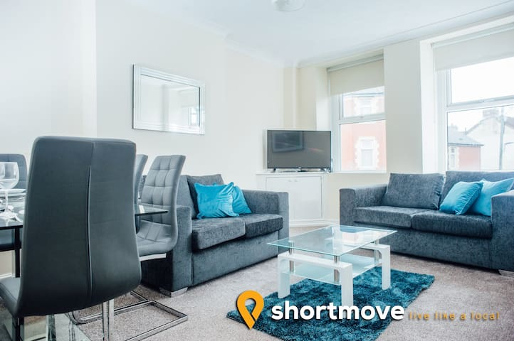 Shortmove | Barry Serviced Apartment #4