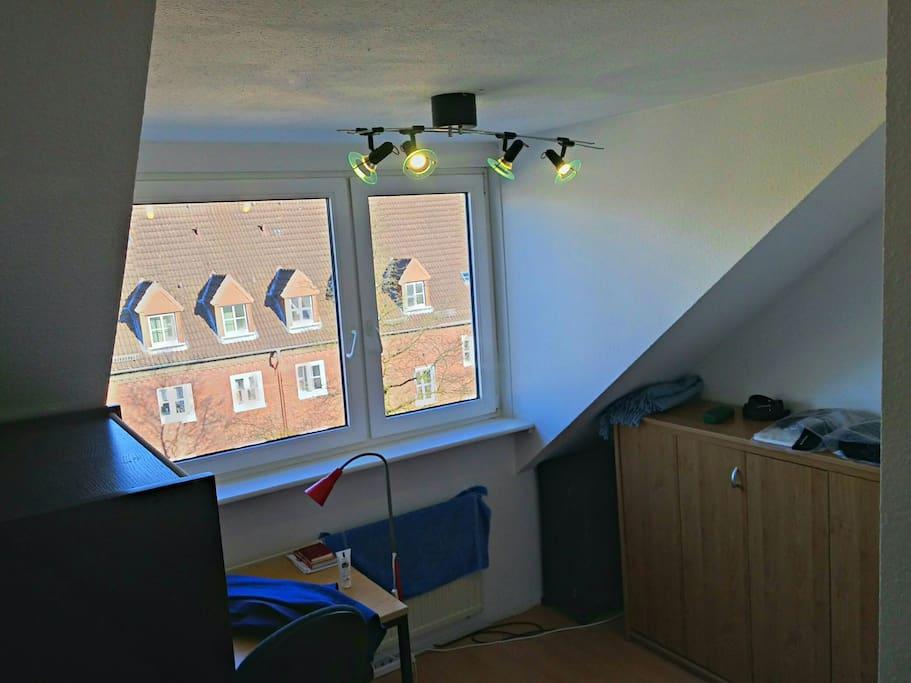 tidy and organized room with view wohnungen zur miete in hamburg hamburg deutschland. Black Bedroom Furniture Sets. Home Design Ideas
