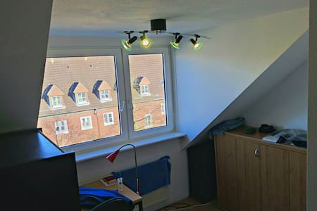 Tidy and organized room with View ! - Hamburgo