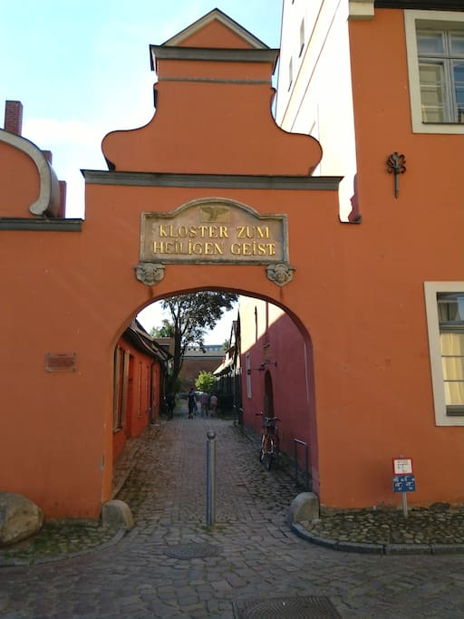 Kloster Hintereingang