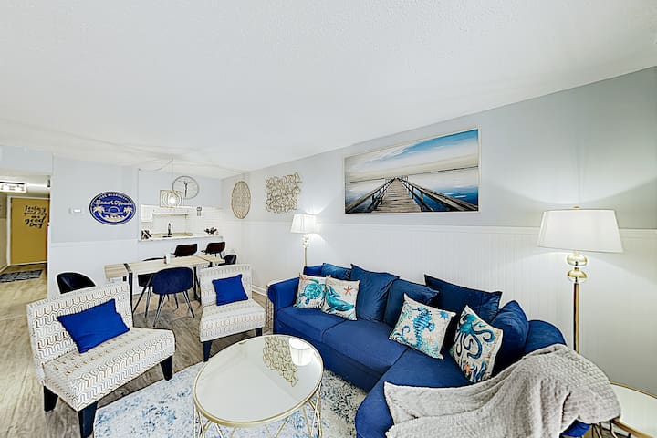 Updated Beach Condo w/ Pool - Steps to Sand!