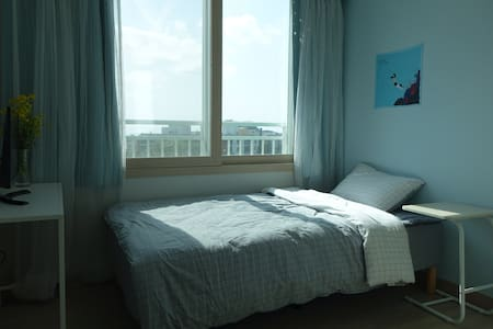 Sunny Cozy Room in Jeju (Homestay) - Jungmundong, Seogwipo-si